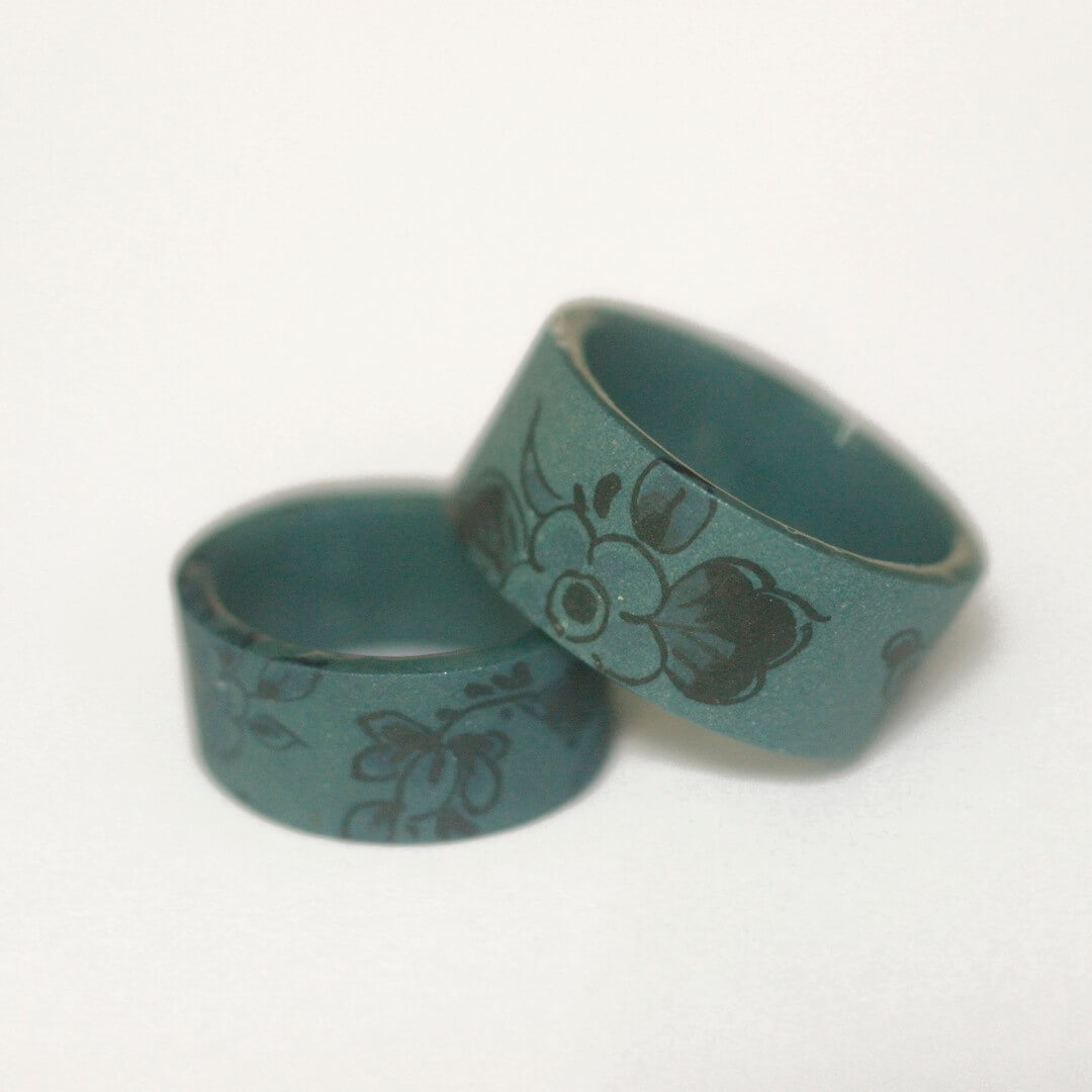 Storytelling Design   Hester Zagt   zwart Handbeschilderd   Delfts Blauw   Porselein   Ring