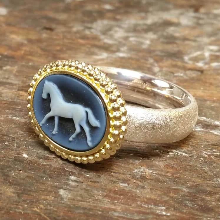 Storytelling Design | Wilhelmina Art Jewelry | Ring | Haken